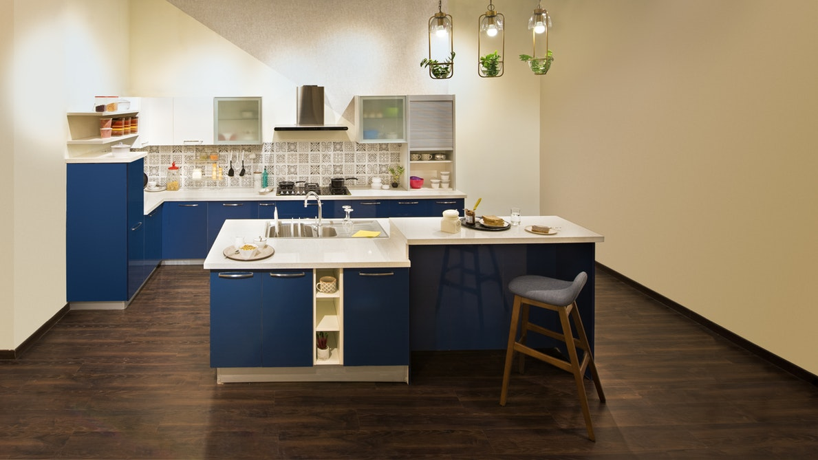 blue-and-white kitchen cupboard and isel